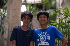 Rohan y Rahul, Singapur